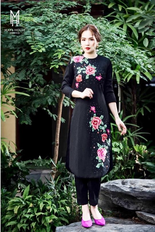 Bộ áo dài tết 2021 vân gỗ đen hoa hồng dây thời trang nữ